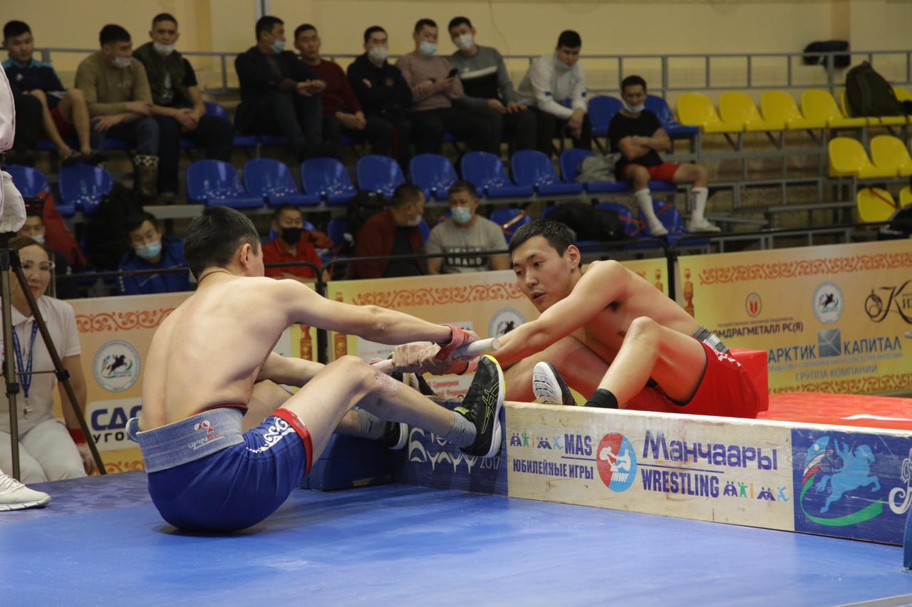 В открытом чемпионате Якутска по мас-рестлингу «Көмүс мас» участвуют 143 спортсмена