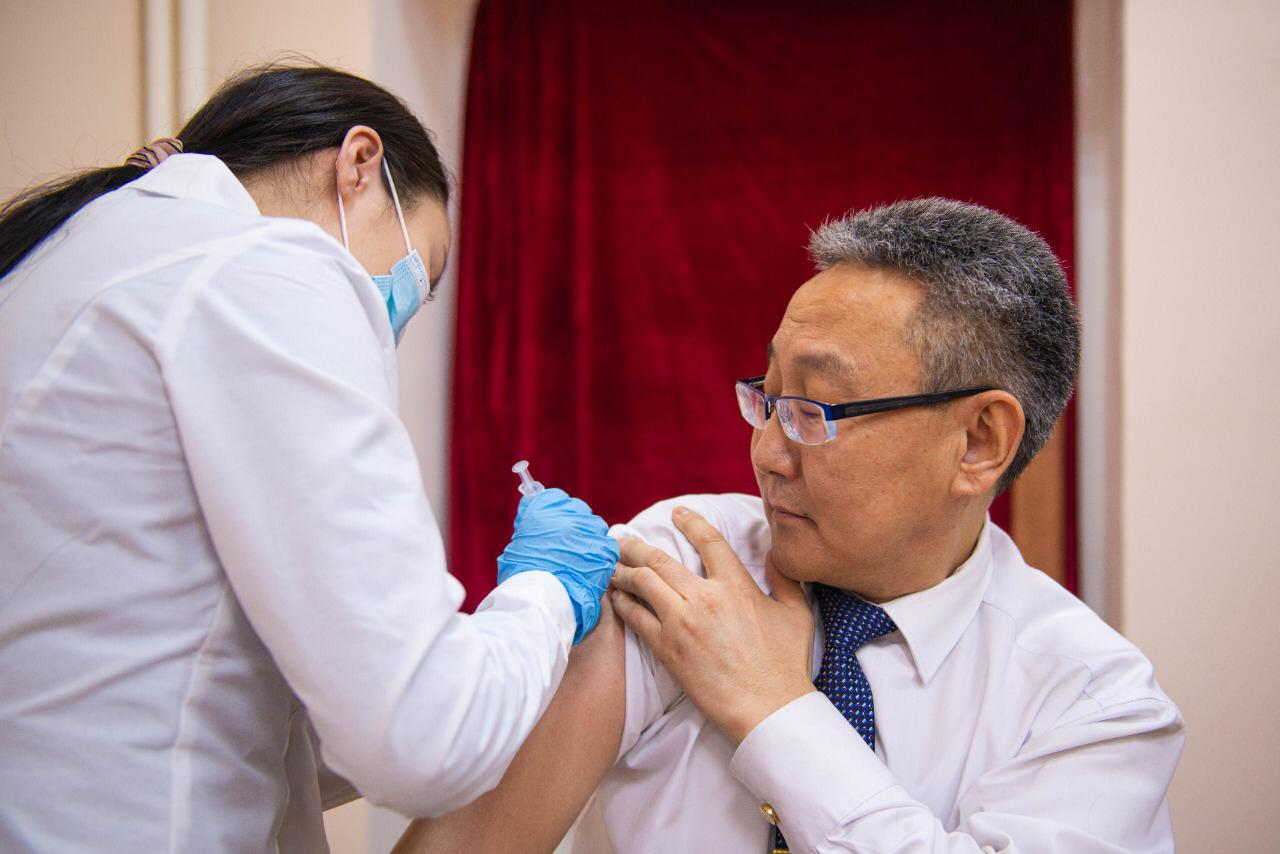 Сотрудники АГАТУ получили вакцину от коронавируса