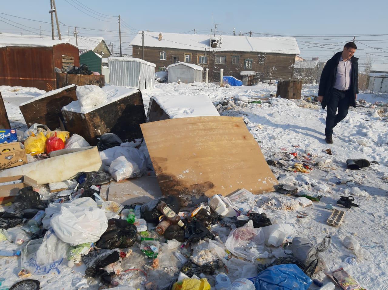 Роман Сорокин проверил уборку санточек в Строительном округе