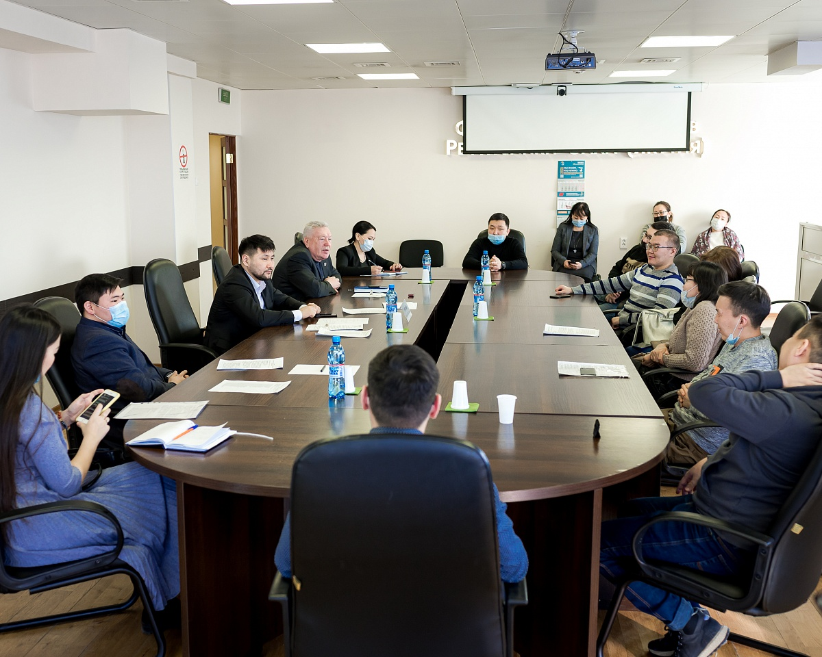 Евгений Григорьев встретился с представителями строительного кластера