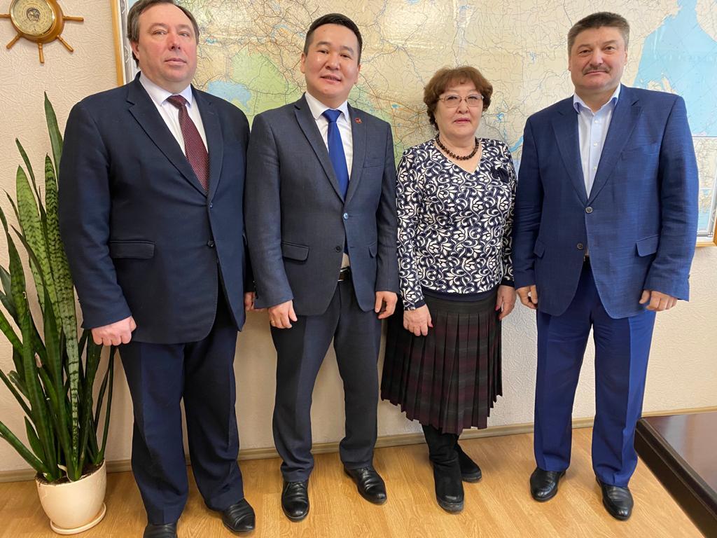 Состоялась рабочая встреча генерального директора АО «АК «ЖДЯ» Василия Шимохина и директора Транспортного техникума Николая Иванова.