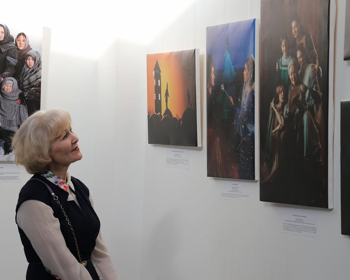 Фотопроект «Мама в книге» объединил более 300 человек
