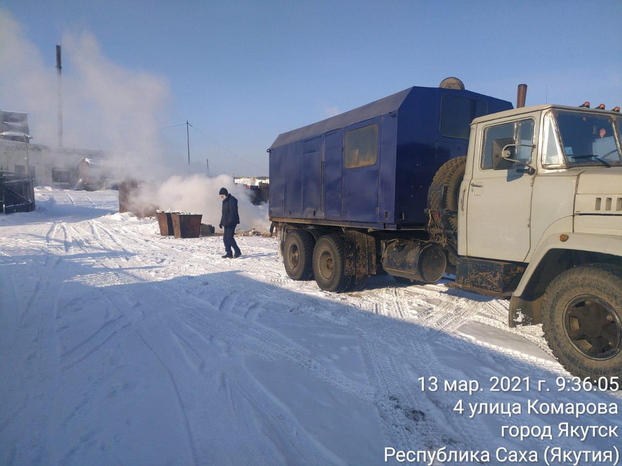 Коммунальщики Якутска провели субботник в микрорайоне Марха
