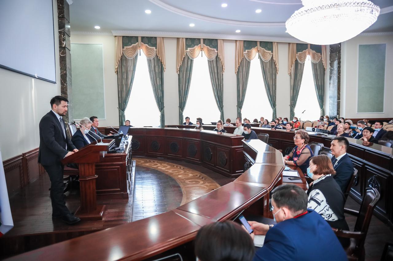 Евгений Григорьев встретился с директорами школ Якутска