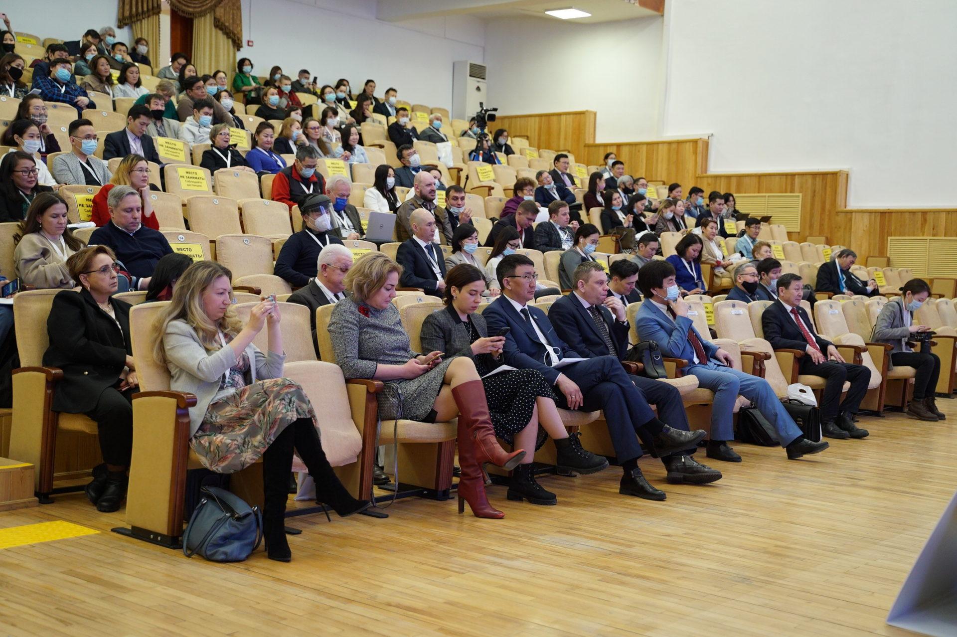 Министр образования и науки РС(Я) Михаил Сивцев выступил на экспертной дискуссии «Наука и молодежь»