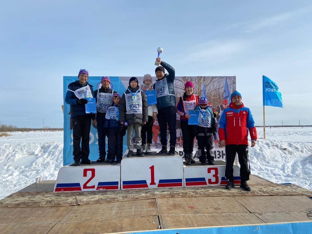 Семья Местниковых стала победителем «Лыжни России»