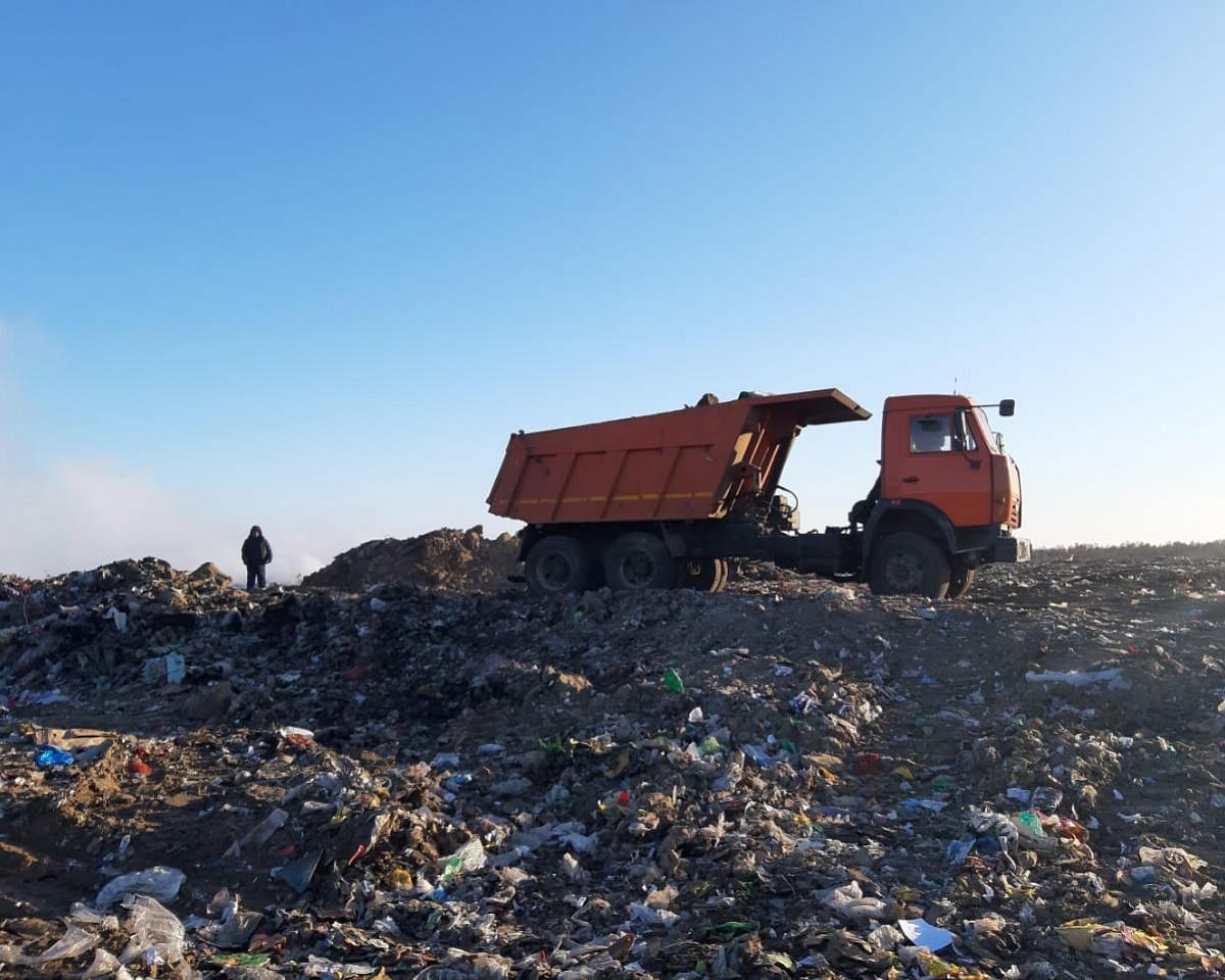 В Якутске продолжают отсыпку участков тления на мусорном полигоне