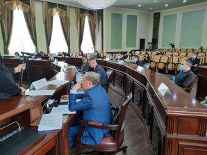 На сессии Якутской гордумы изменены устав города и бюджет