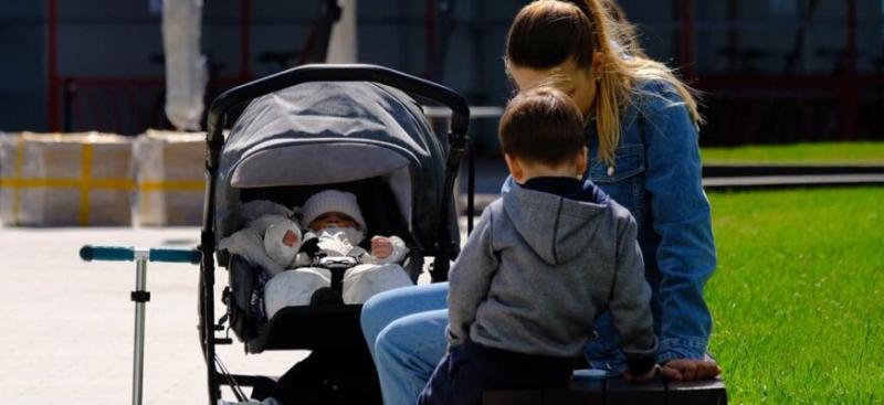 На детей из неполных семей будут платить более пяти тысяч рублей в месяц