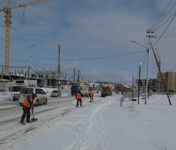 На улицах Якутска продолжается уборка и вывоз снега