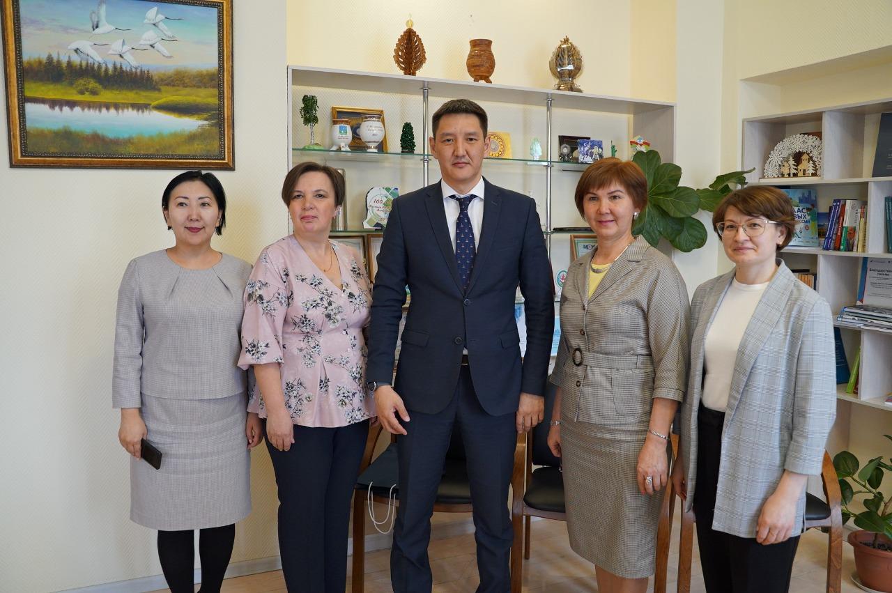 Михаил Сивцев вместе с делегацией из Республики Башкортостан обсудил реализацию проекта по внедрению полилингвальной модели поликультурного образования