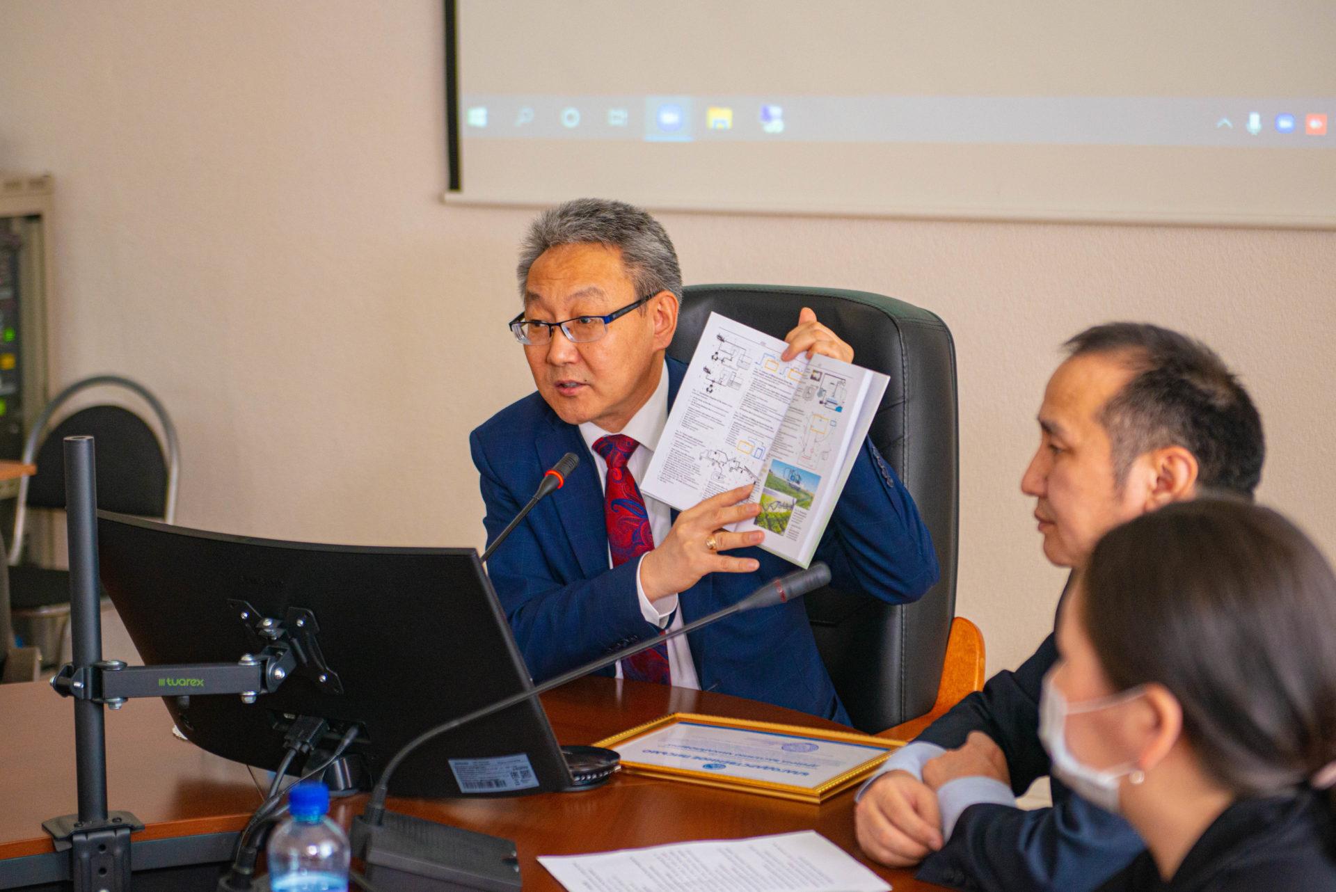 В АГАТУ состоялась презентация англо-русского словаря по технике для защиты растений