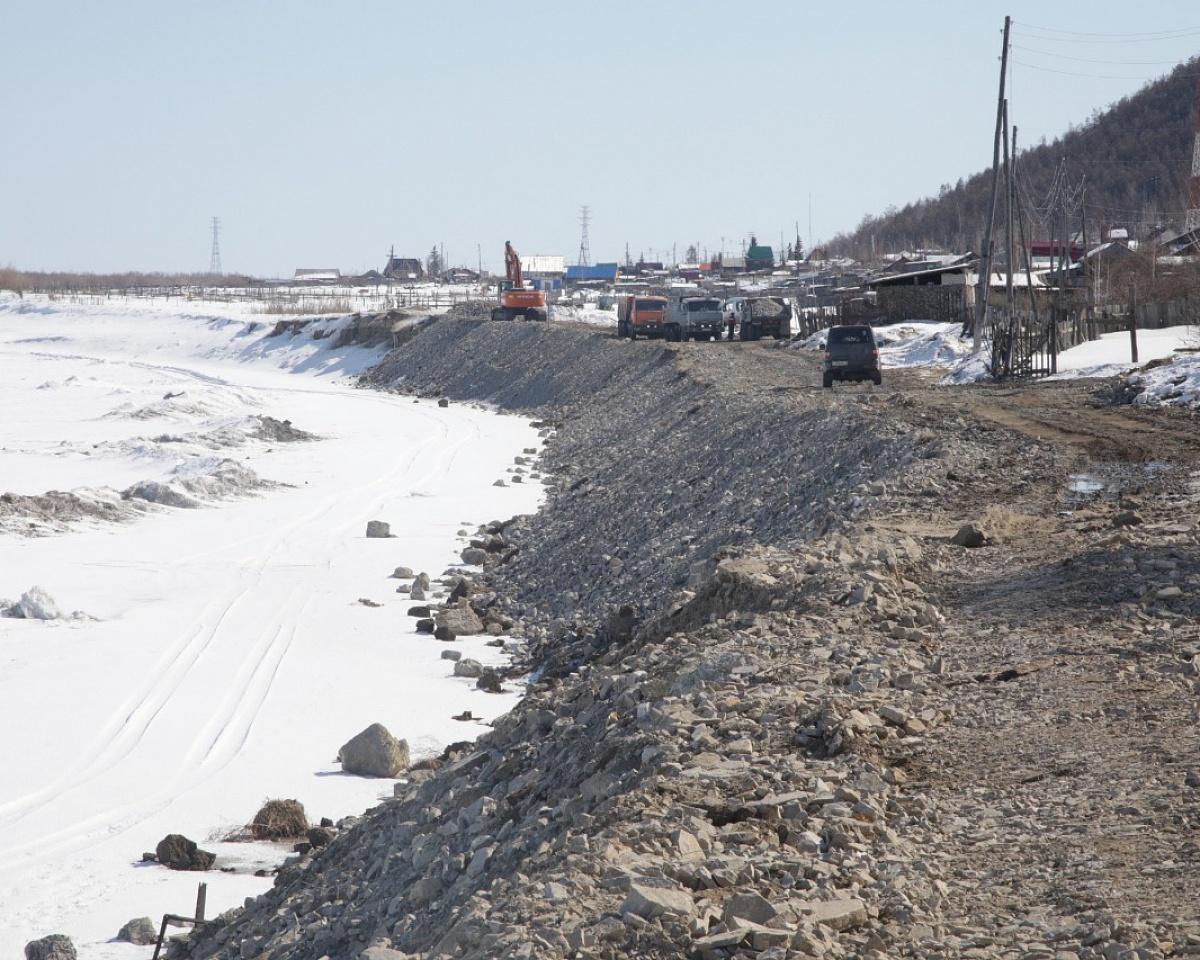 Власти Якутии рассмотрят вопрос приобретения земснарядов для Якутска