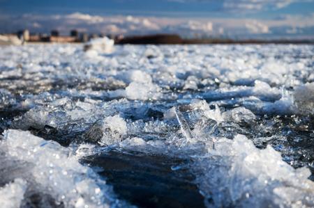 Подготовка к паводку. На реке Лене зачернили лед