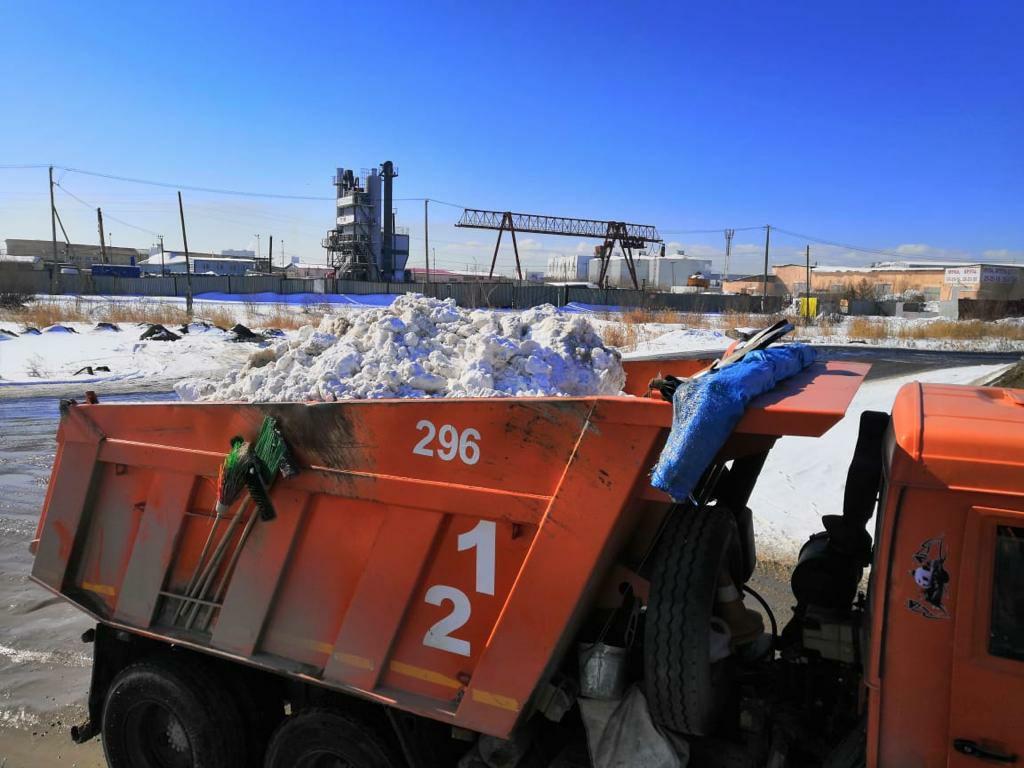 С городских улиц за сутки вывезли 5,7 тысяч кубометров снега
