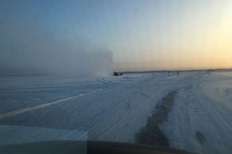 В Якутии на федеральной дороге «Вилюй» снижена грузоподъемность ледовых переправ