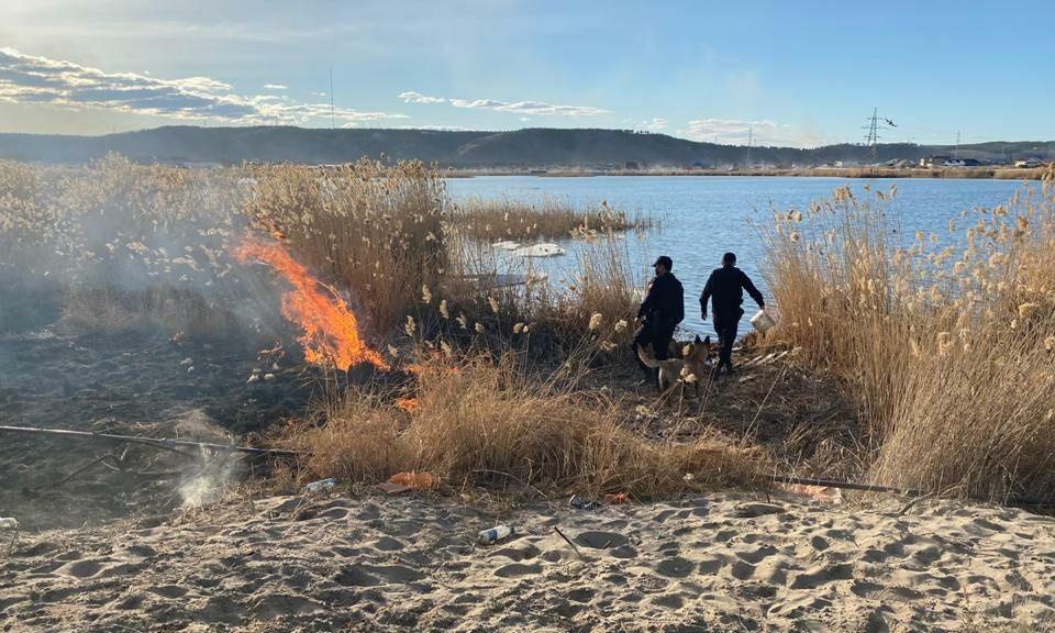 В Якутске росгвардейцы предотвратили возгорание сухой травы