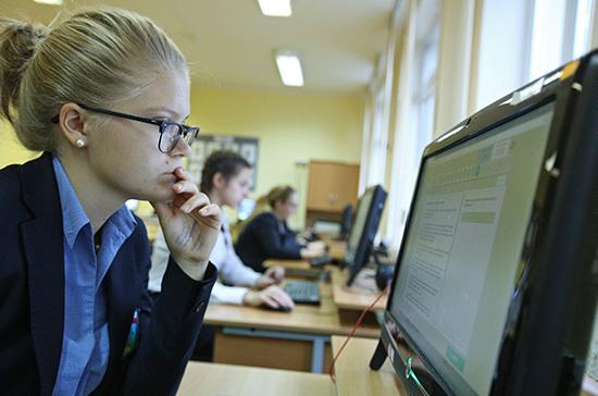 Родителям школьников в августе выплатят по 10 тысяч рублей
