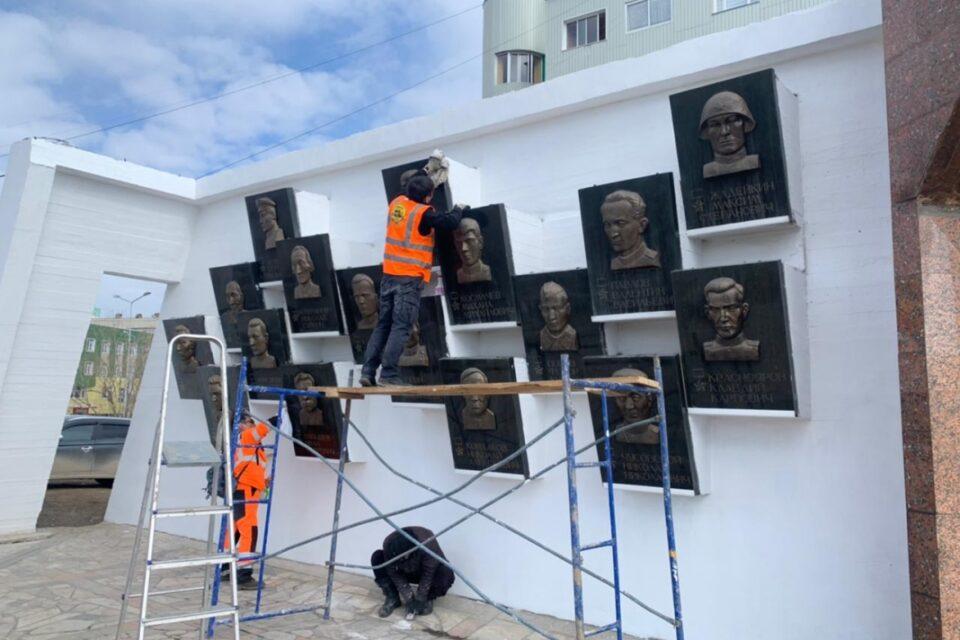 Площадь Победы и мемориал «Солдат Туймаады» в Якутске готовят к празднику