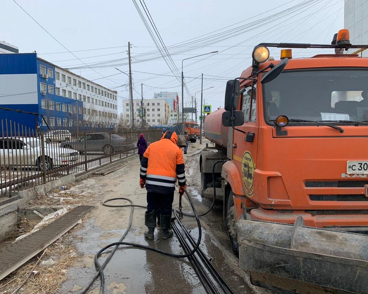 Противопаводковые мероприятия по пропарке водопропускных лотков в Якутске выполнены на 100 %