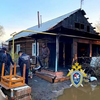 По факту гибели малолетних детей при пожаре в частном жилом доме в пригороде Якутска возбуждено уголовное дело