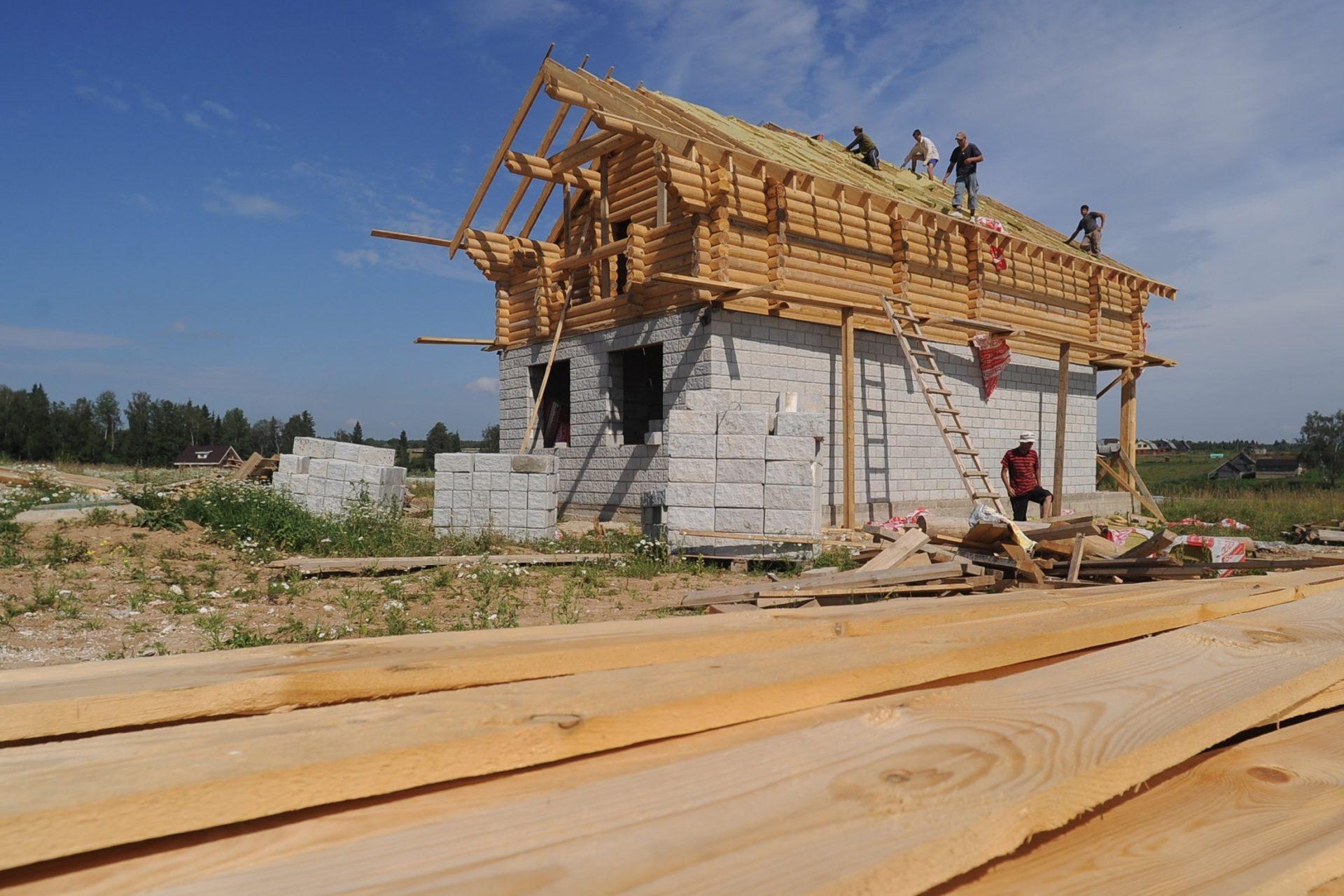 Семьи смогут получить до 450 тысяч рублей на постройку своего дома