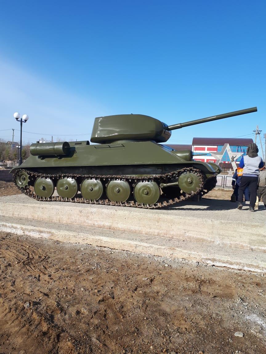 В Нюрбе на пл. Победы установили макет танка Т-34