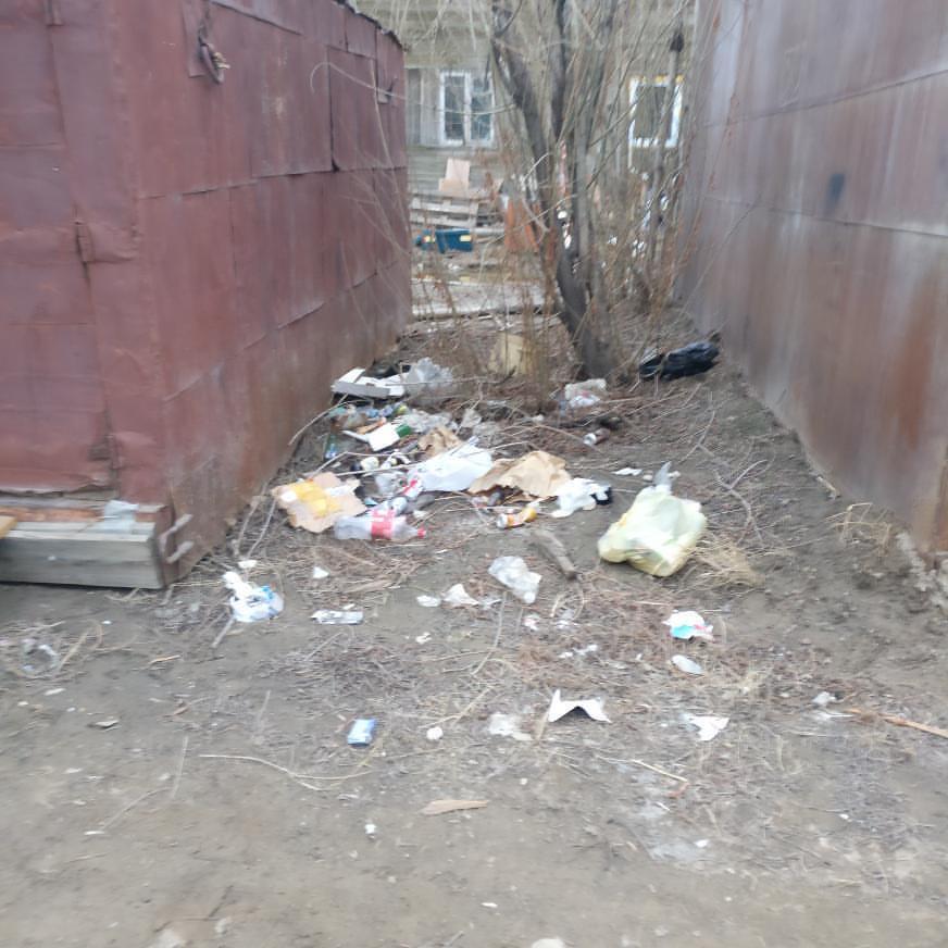 Жильцы 47 квартала: «Грязь, мусор, разруха, непроходимые лужи — вот украшение нашего квартала»