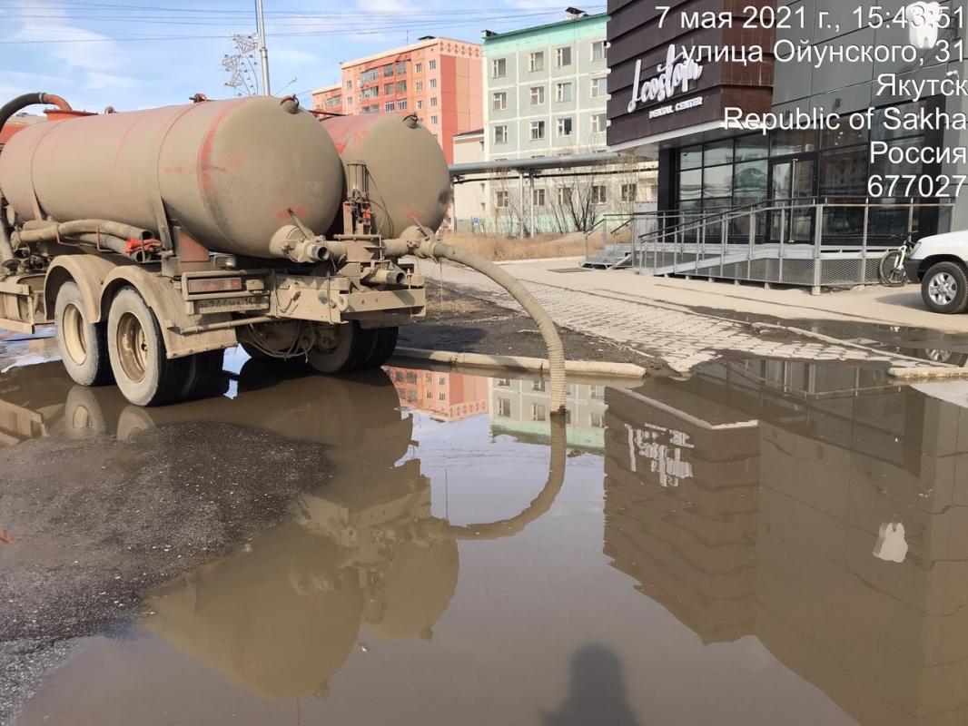 С городских улиц и дворов откачано более 65 тысяч кубометров талых вод