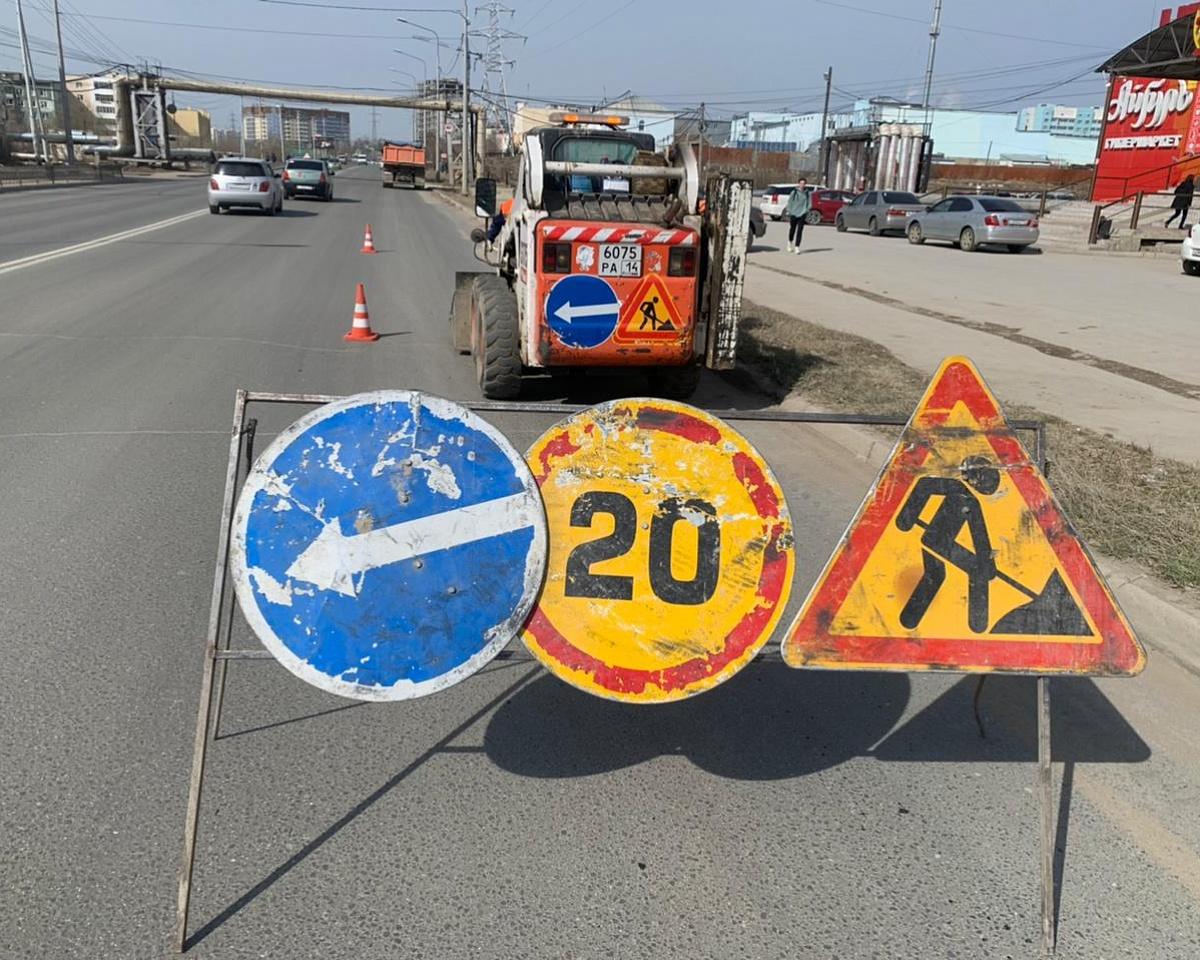 Плановые работы АО «Якутдорстрой»: уборка улиц, тротуаров и газонов, противопаводковые мероприятия 12 мая