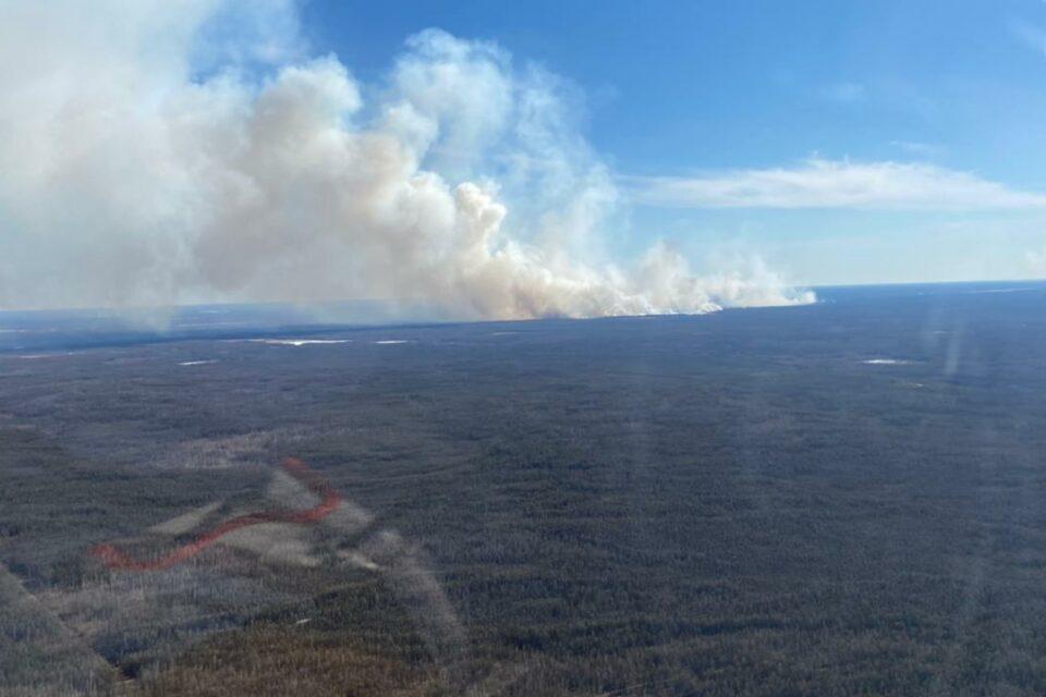 На территории Якутии принимаются меры по тушению 25 природных пожаров