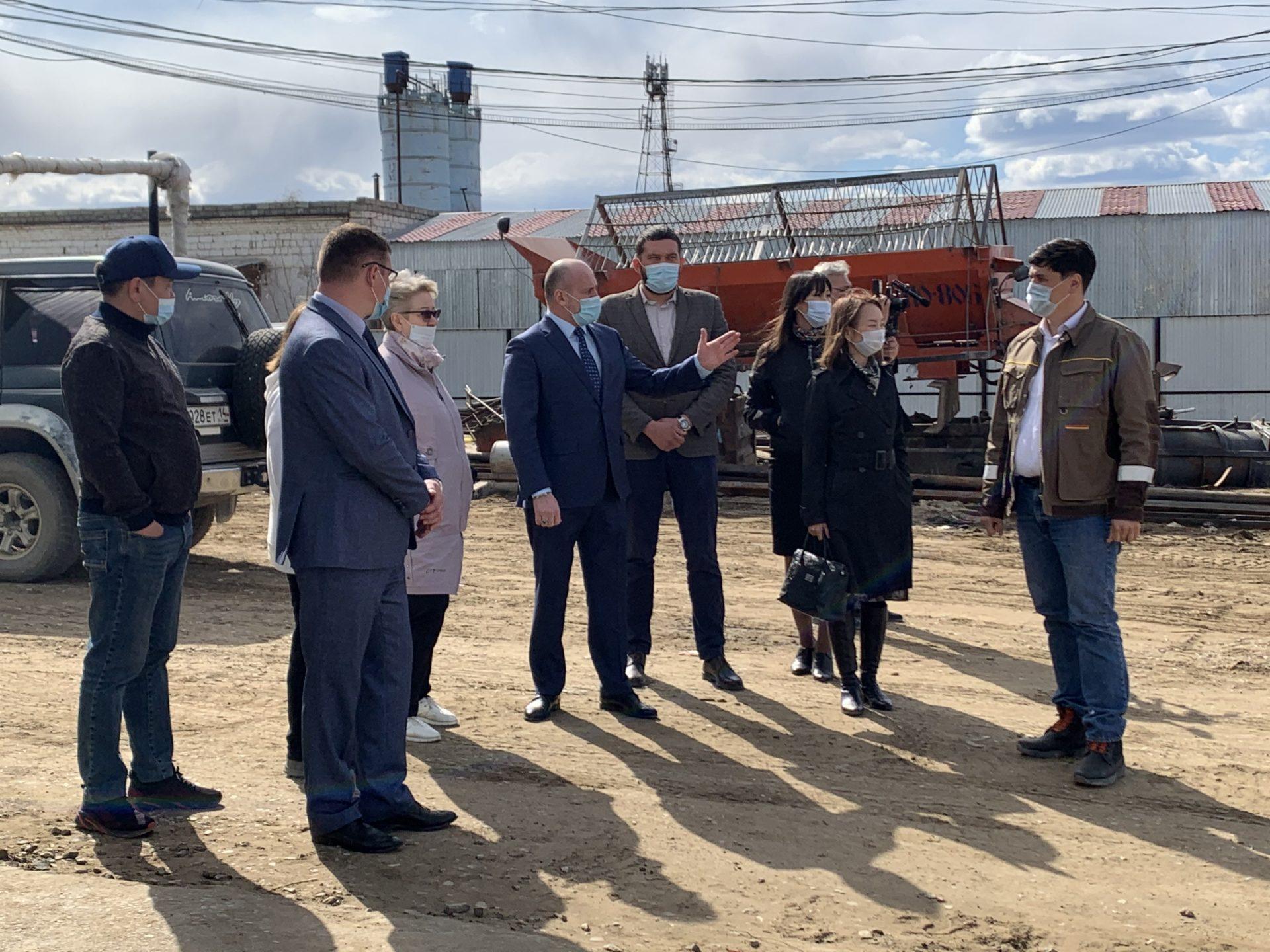 Депутаты Гордумы посетили АО «Якутдорстрой»