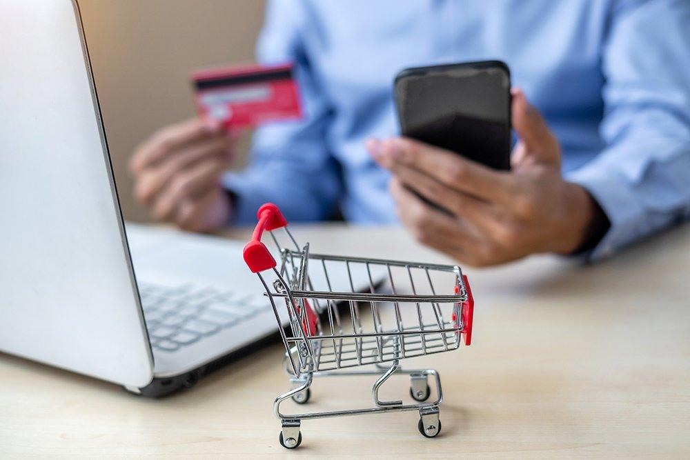Роспотребнадзор объяснил, может ли интернет-магазин менять цену товара