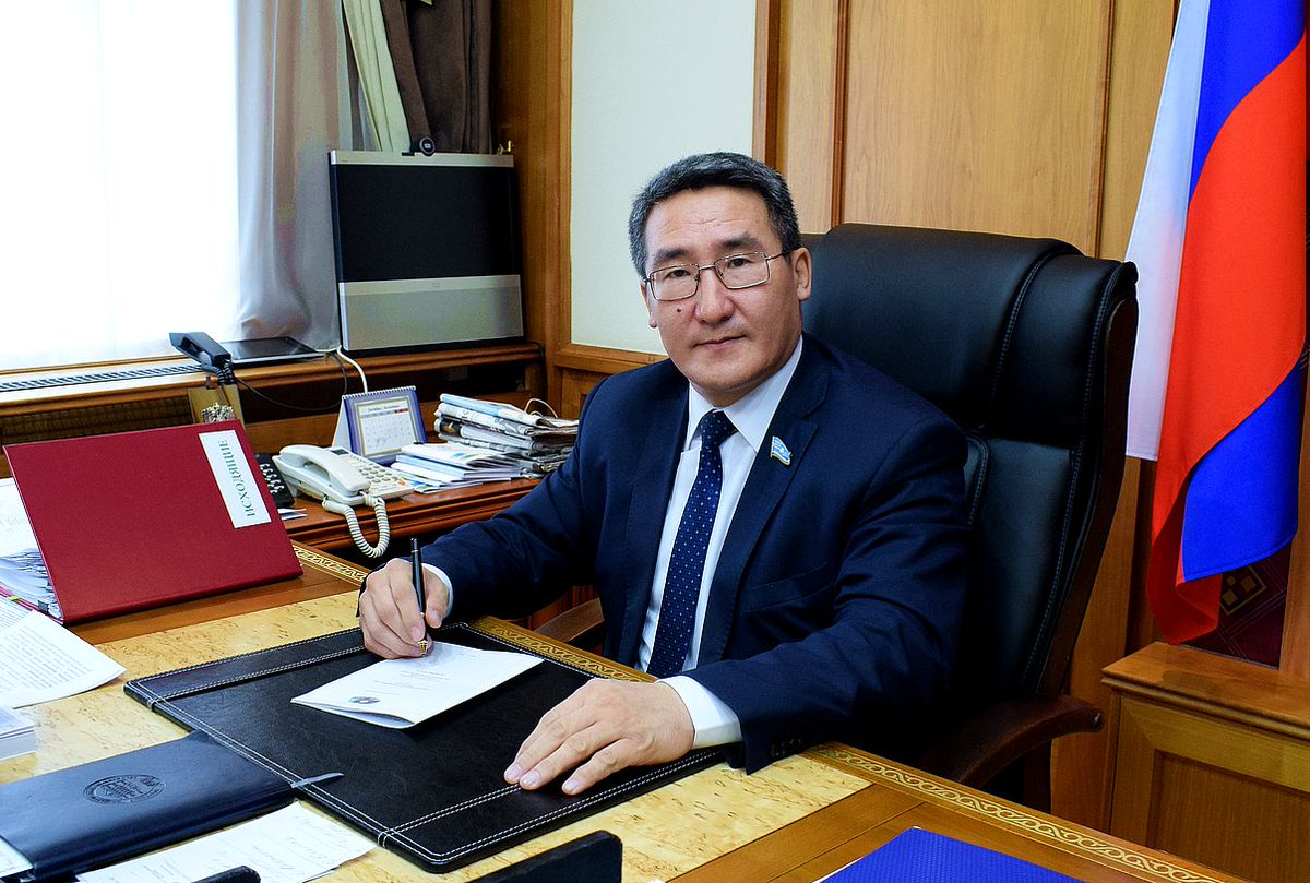 Лидер фракции «СР» Юрий ГРИГОРЬЕВ: «Гоголев достоин возглавлять Конституционный совет»