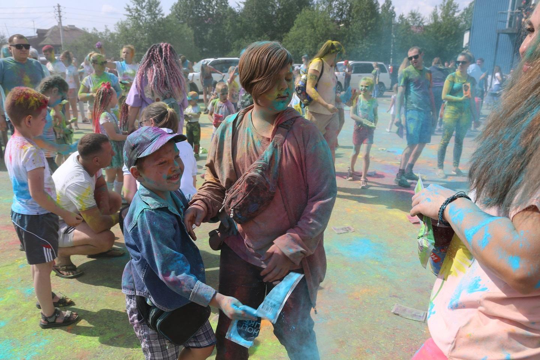 ТРК «Чудо-парк»: Фестиваль красок Холи – яркий праздник алданского лета