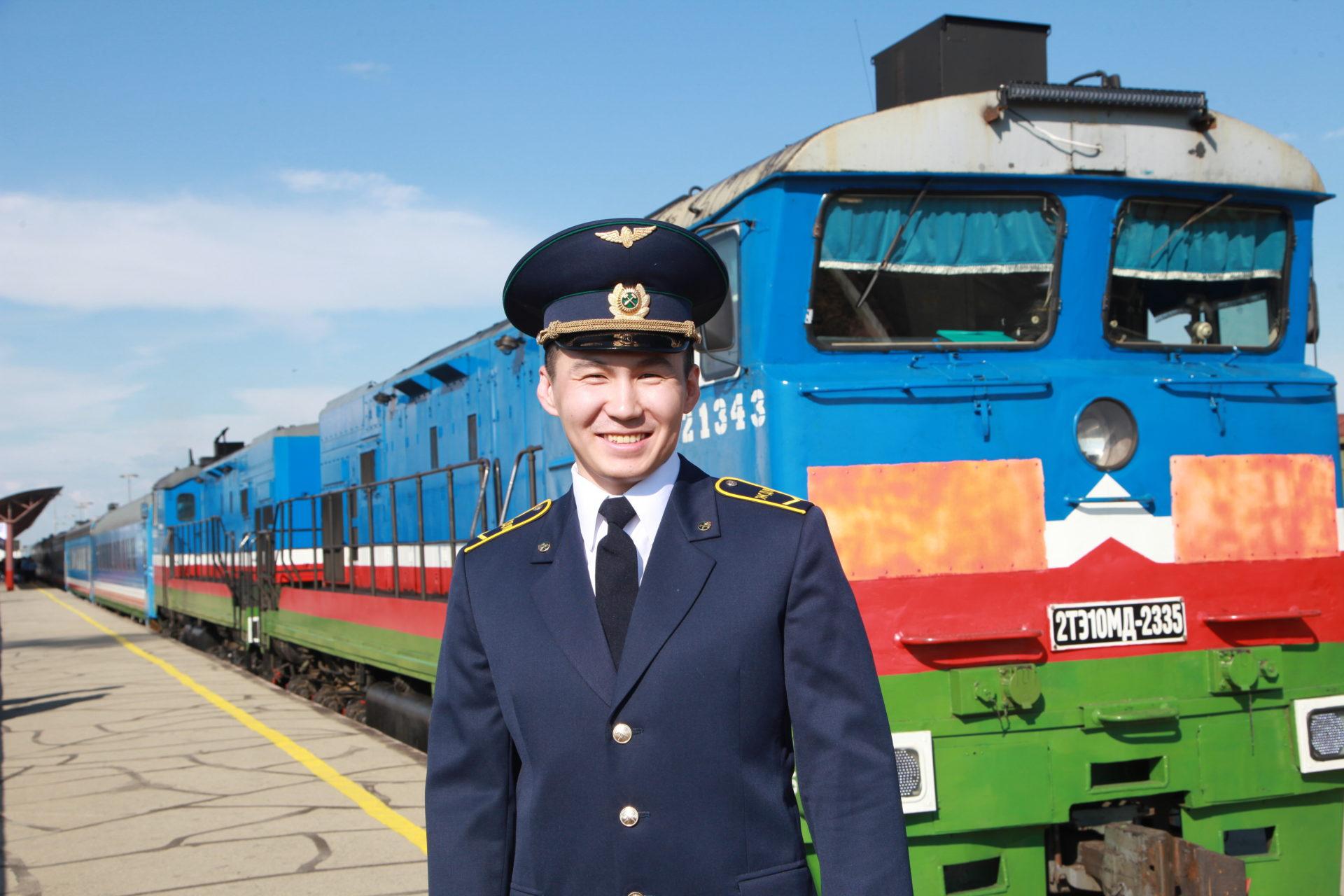 В своей первый рейс отправился поезд Нижний Бестях — Тында