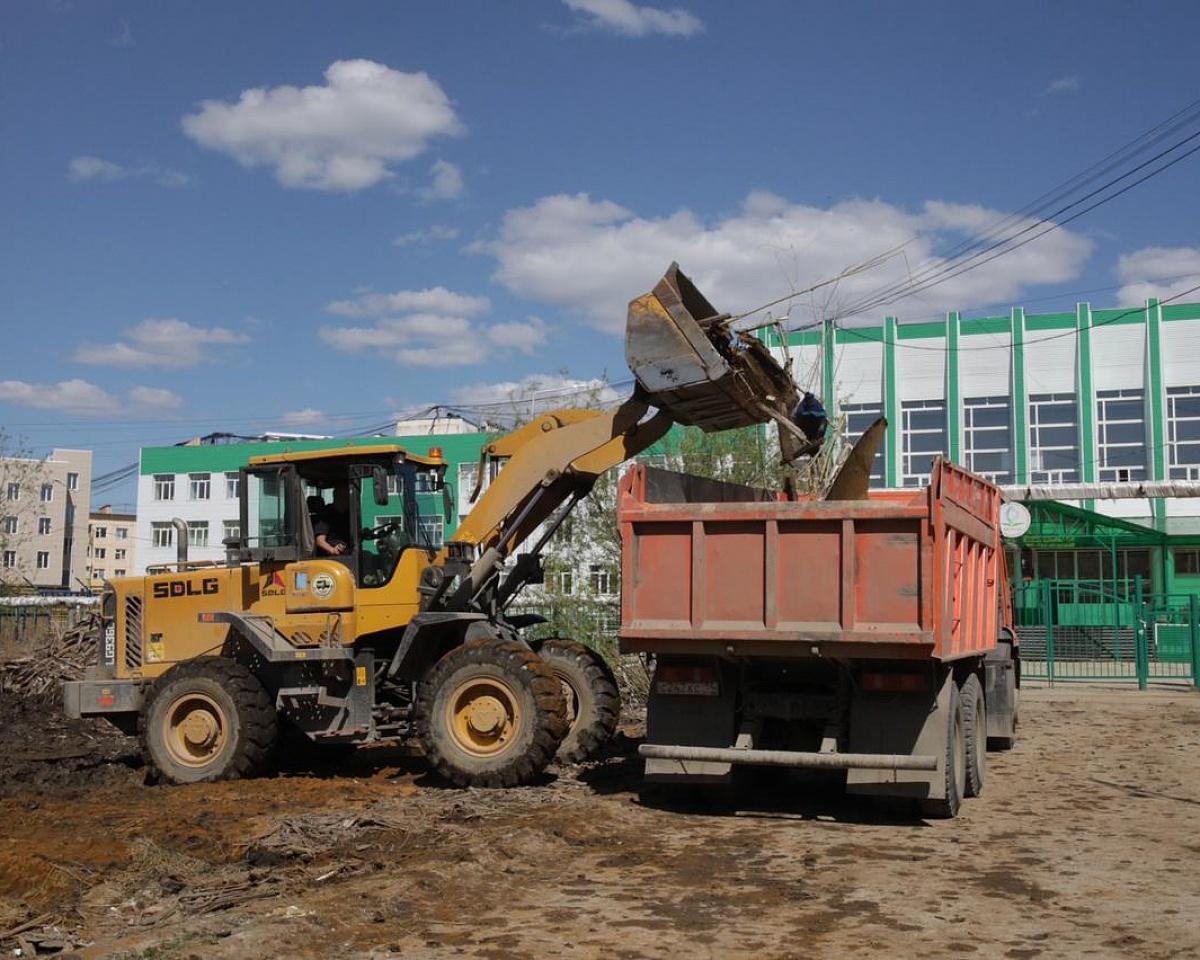 Начались работы по расчистке участка возле НПСОШ № 2