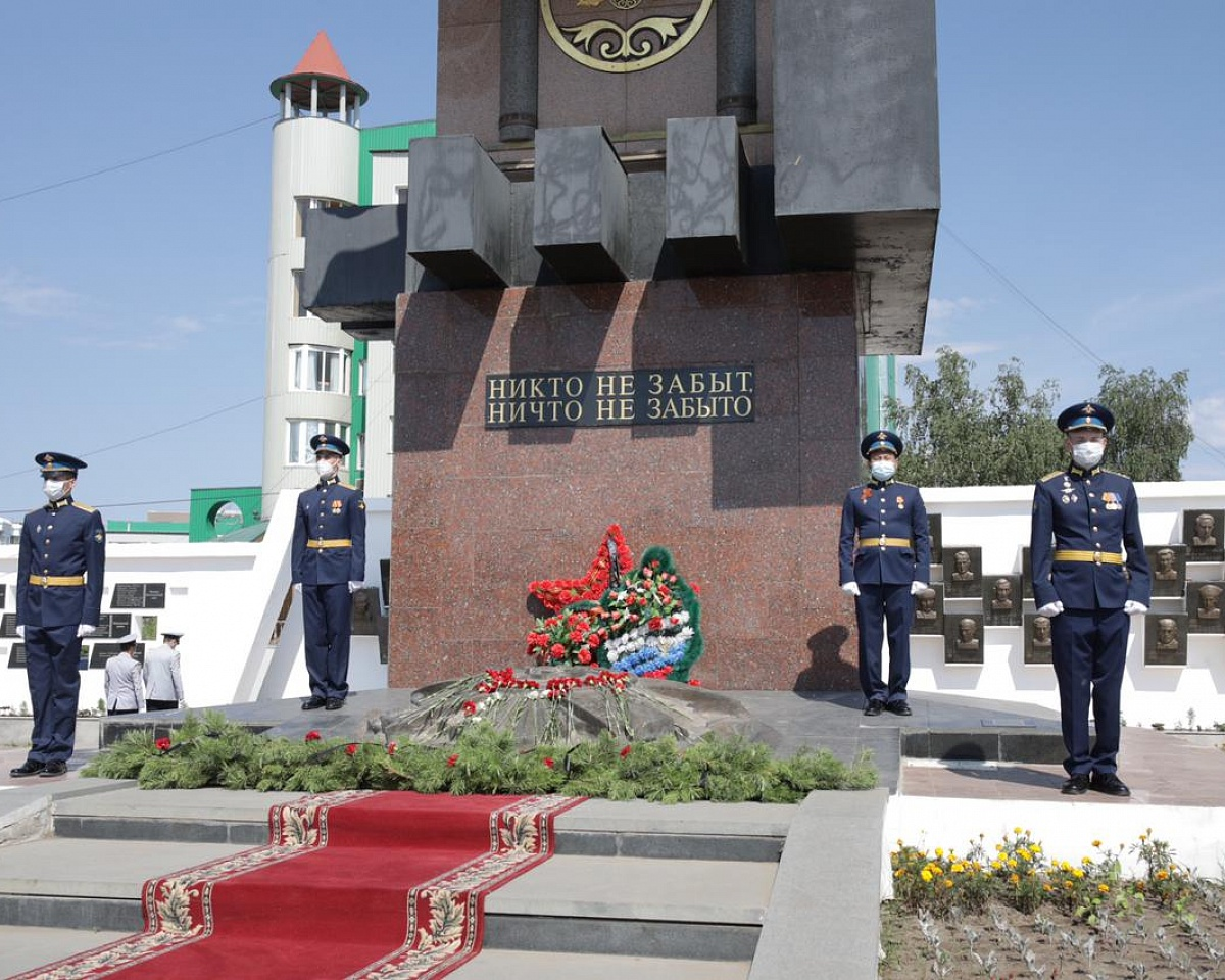 В День памяти и скорби возложили цветы к монументу «Воинам-победителям»