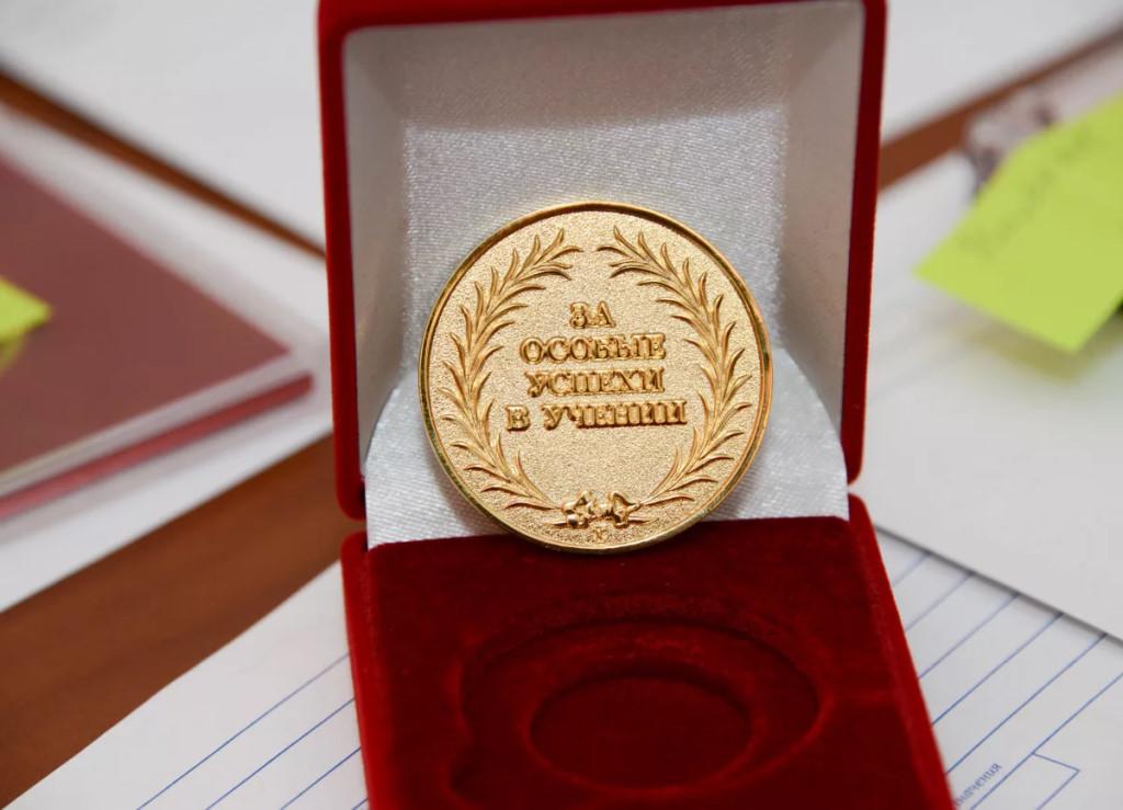 Родители: «Золотые медалисты не дождались поздравления главы Якутии»