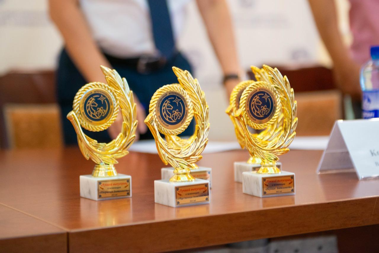 В АГАТУ отметили лучших выпускников-ветеринаров и инженеров