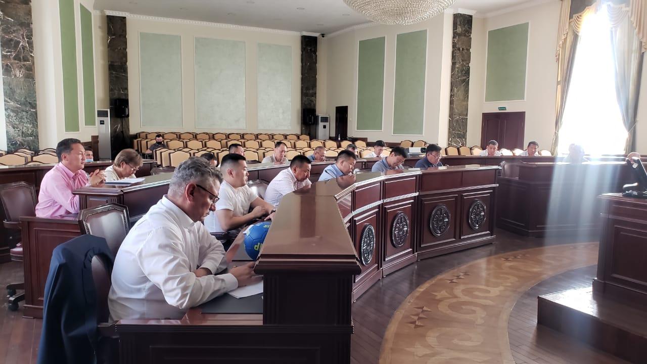 Евгений Григорьев провел совещание по развитию физической культуры и спорта в Якутске