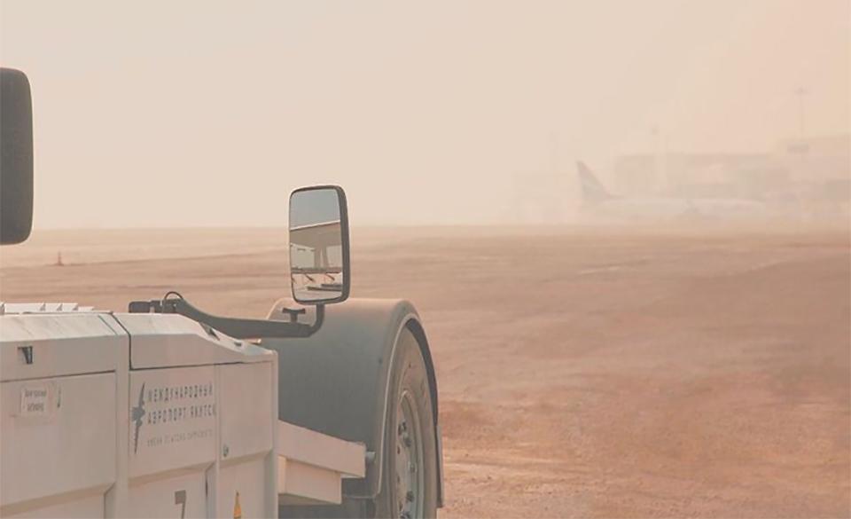 Густой дым стал причиной задержки рейсов в аэропорту Якутска