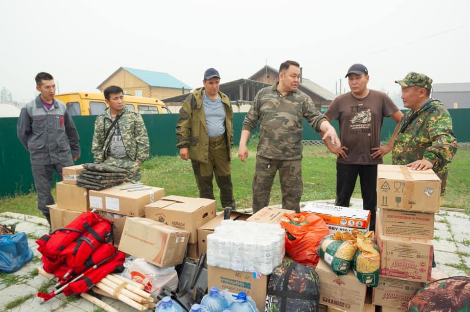 Альберт Семенов передал помощь партийцев Якутска