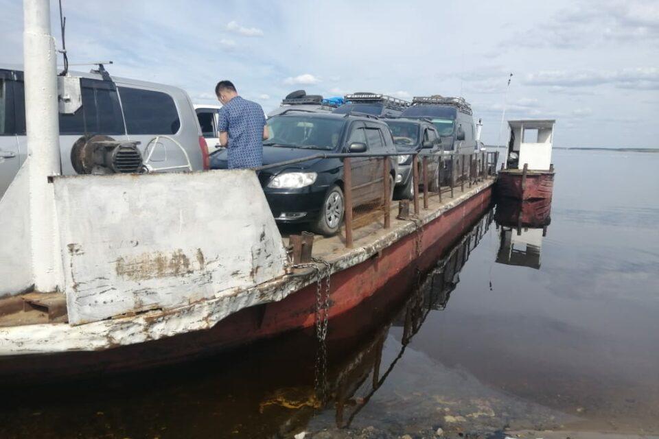 В Якутии выявили нарушения правил перевозки людей и автомашин на пароме