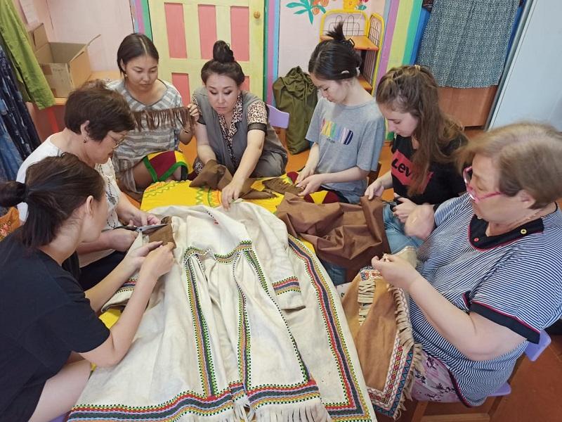 Мастер-классы практикума Дома дружбы «Фольклорный суглан»  по эвенкийской национальной одежде