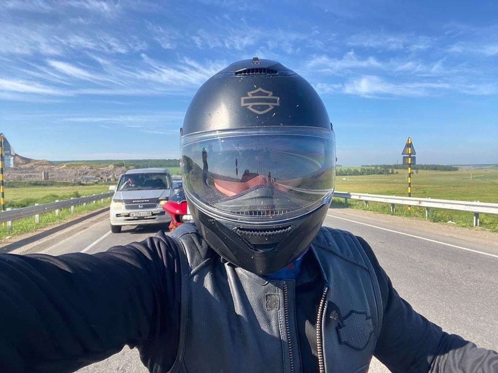 Зампред правительства РС Дмитрий БЕРДНИКОВ катается на мотоцикле под Иркутском