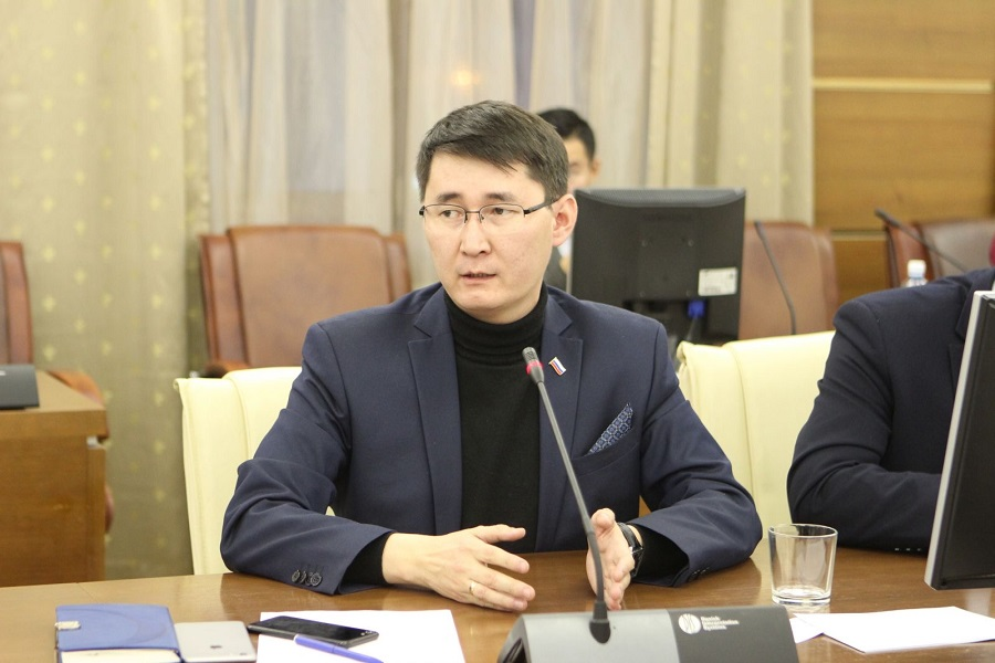 Спиридон БОРБУЕВ предложил рассмотреть защиту педагогов-мужчин