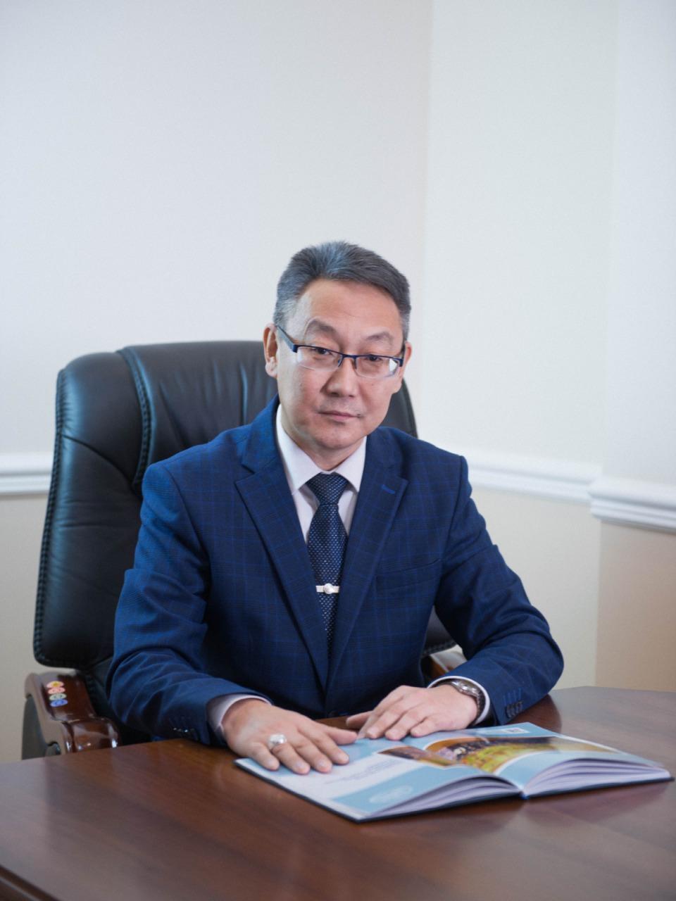 Константин Кривошапкин поздравляет с 65-летием высшего аграрного образования в Якутии