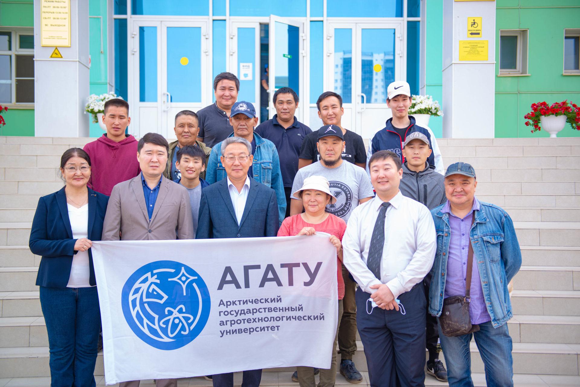 Студенты и сотрудники АГАТУ на лесовосстановительных работах