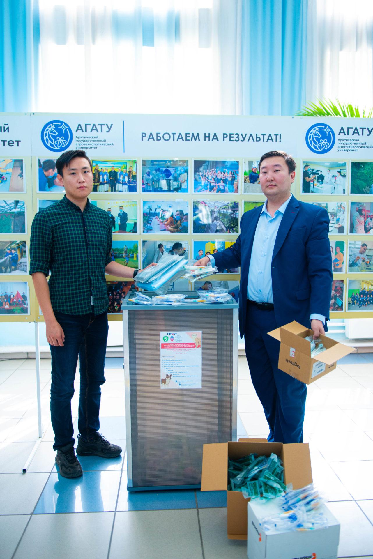 Сотрудники и студенты АГАТУ помогают бездомных животным